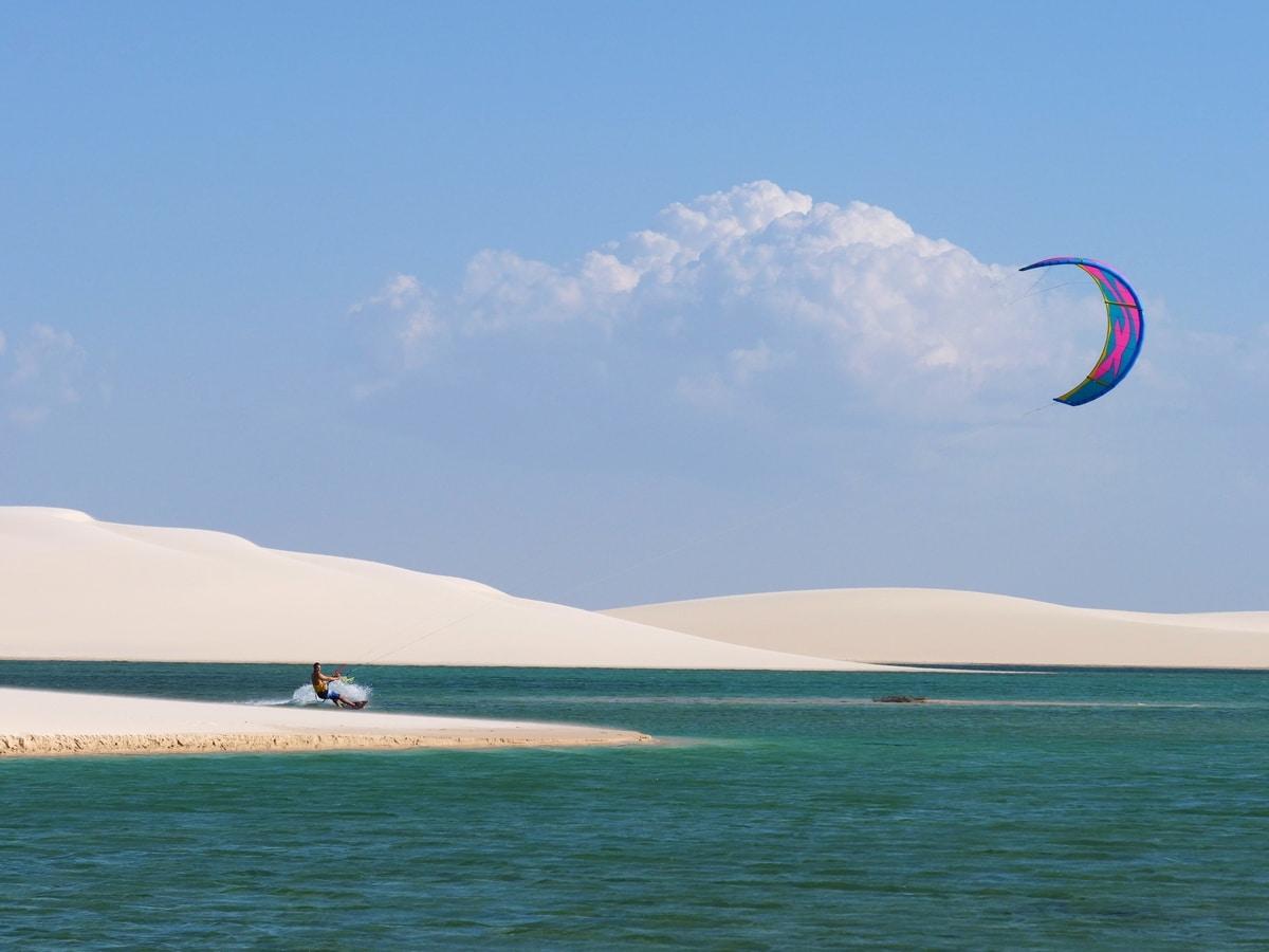 Faites le plein sensations fortes dans l'un des nombreux spots de kite surf de la région - © Lucas Ly