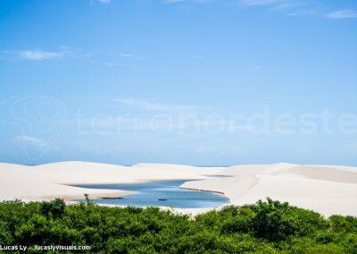 Brésil, les Lencois Maranhenses, Caatinga, lagune, océan