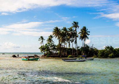 Boipeba Ilha bateaux sur la plage
