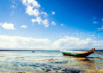Brésil, Boipeba - plage marée basse bateau échoué