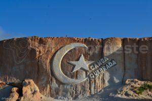 Brésil, Canoa Quebrada, étoile et lune sur la falaise