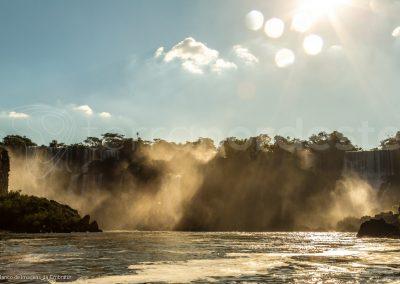 Brésil, les chutes d'Iguacu au lever du soleil
