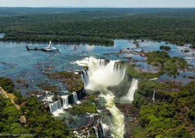 Bresil, survol des chutes d'Iguacu